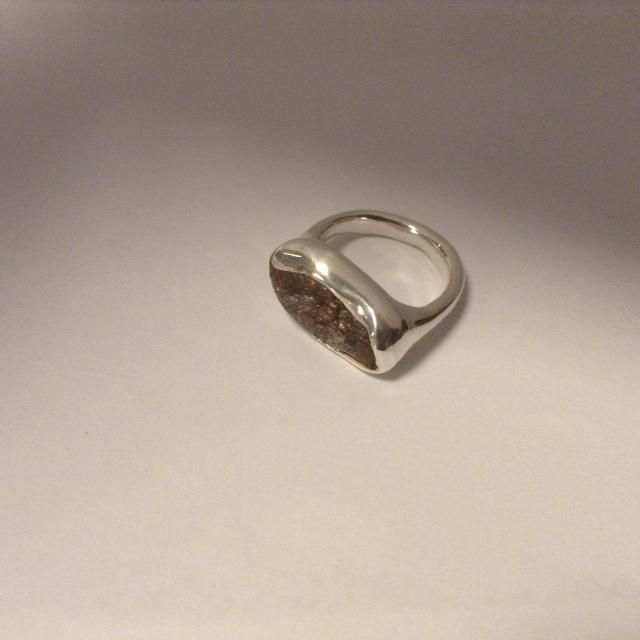images/zilveren_ring_met_door_klant_gevonden_steen.jpg